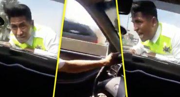 Conductor se llevó por varios metros en el cofre a un policía en Atizapán, Edomex
