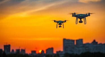 Típico que estás volando tu dron en un aeropuerto y terminan cerrándolo 12 horas