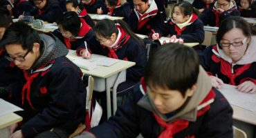 ¡Adiós a las pintas! China estrena uniformes inteligentes