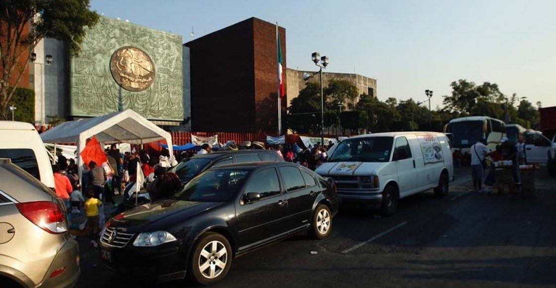 Manifestantes campesinos mantienen bloqueados los accesos al Congreso