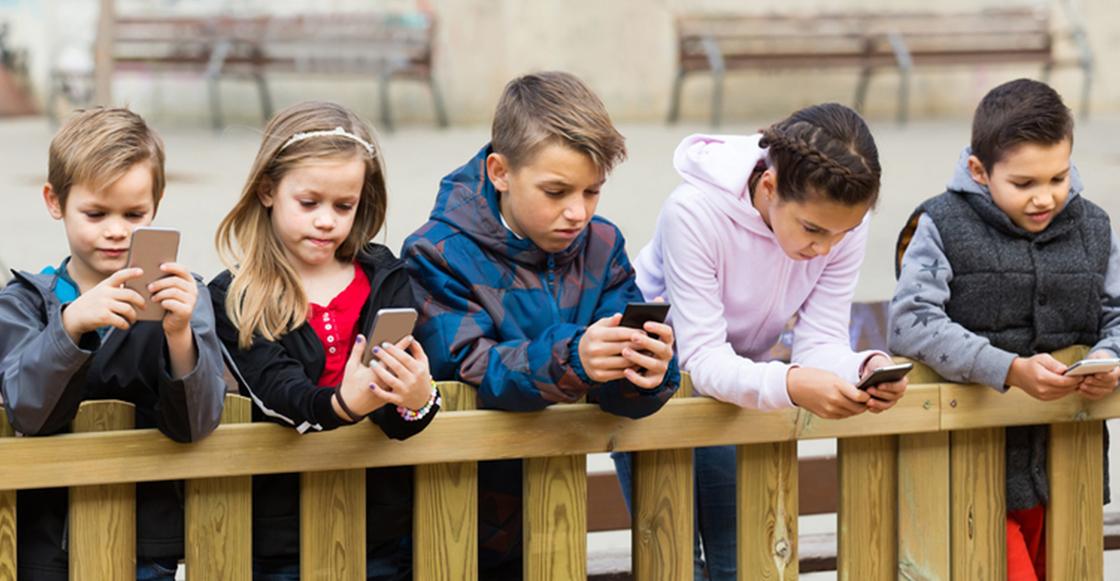 usar-smartphone-ver-television-dana-cerebro-ninos