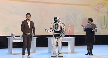 Un avanzado robot bailarín era en realidad... ¿un hombre disfrazado?