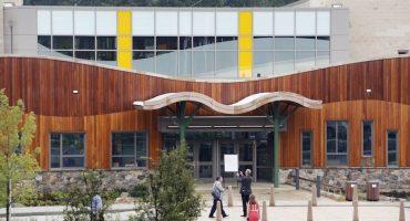 En el sexto aniversario del tiroteo de Sandy Hook, sus estudiantes reciben otra amenaza