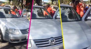 Uy pues perdón: Conductora golpeó a familia por supuestamente tardarse en cruzar la calle 🙄