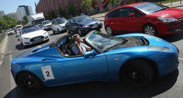 Tesla podría estar buscando gente para probar su piloto automático