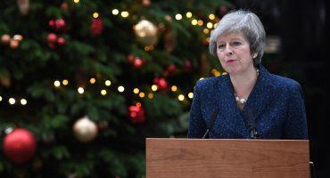 En la cuerda floja: Theresa May enfrenta un voto de confianza para definir su futuro
