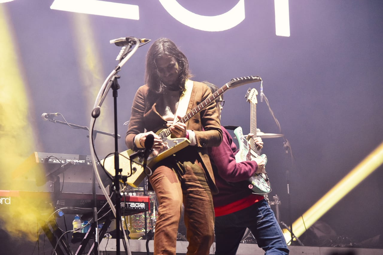 """Weezer tocó por primera vez en México """"Africa"""" de Toto y fue INCREÍBLE"""