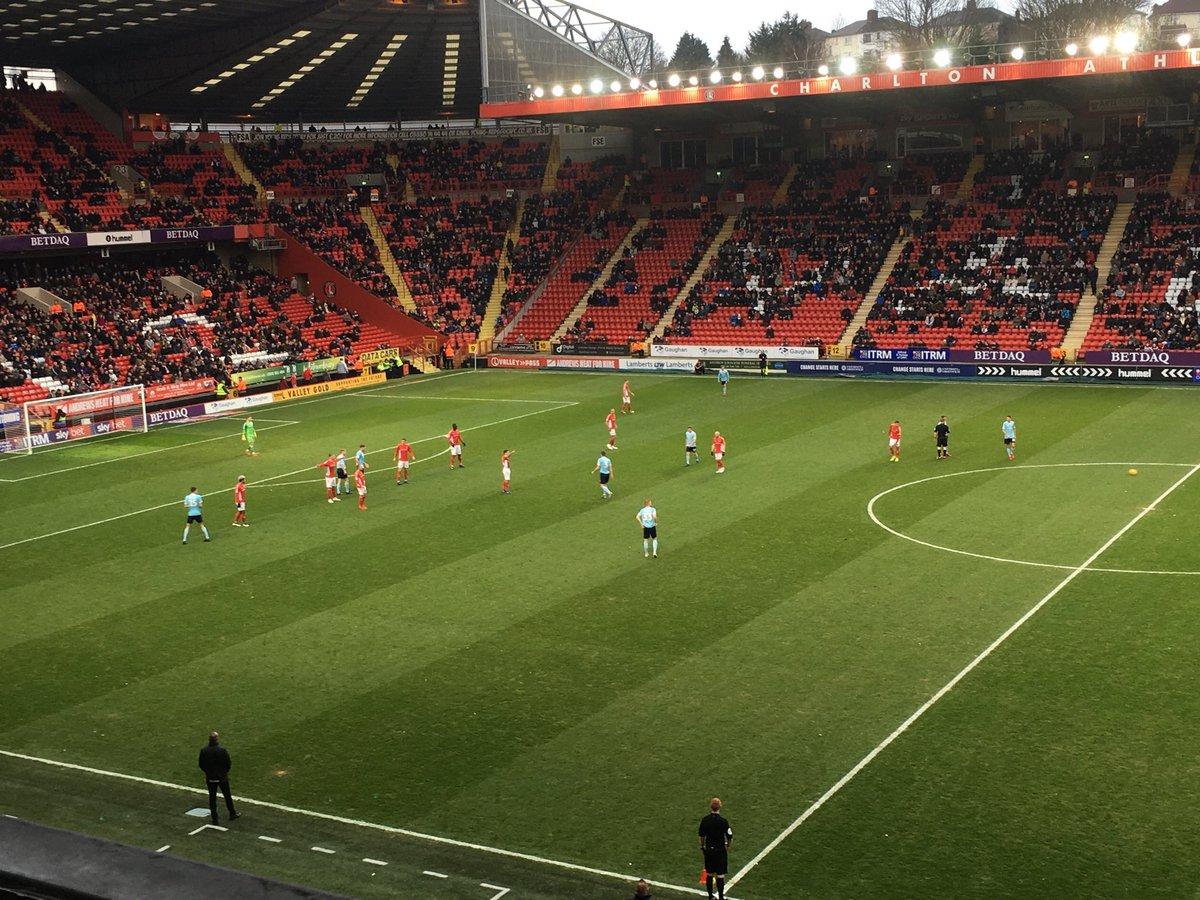 Pelea campal y festejo con patada 'en los bajos': Esto pasó entre el Charlton y Accrington