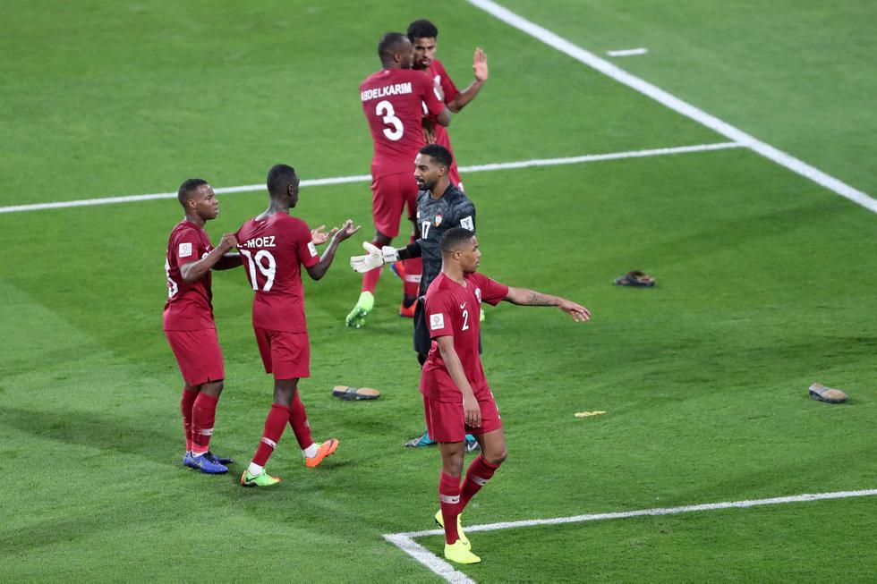 ¡Gol = Zapato! Así atacaron los fanáticos de Emiratos Árabes a jugadores de Qatar