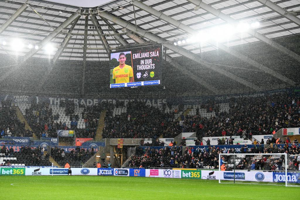 Jugadores del Cardiff tienen miedo a volar en avión tras desaparición de Emiliano Sala