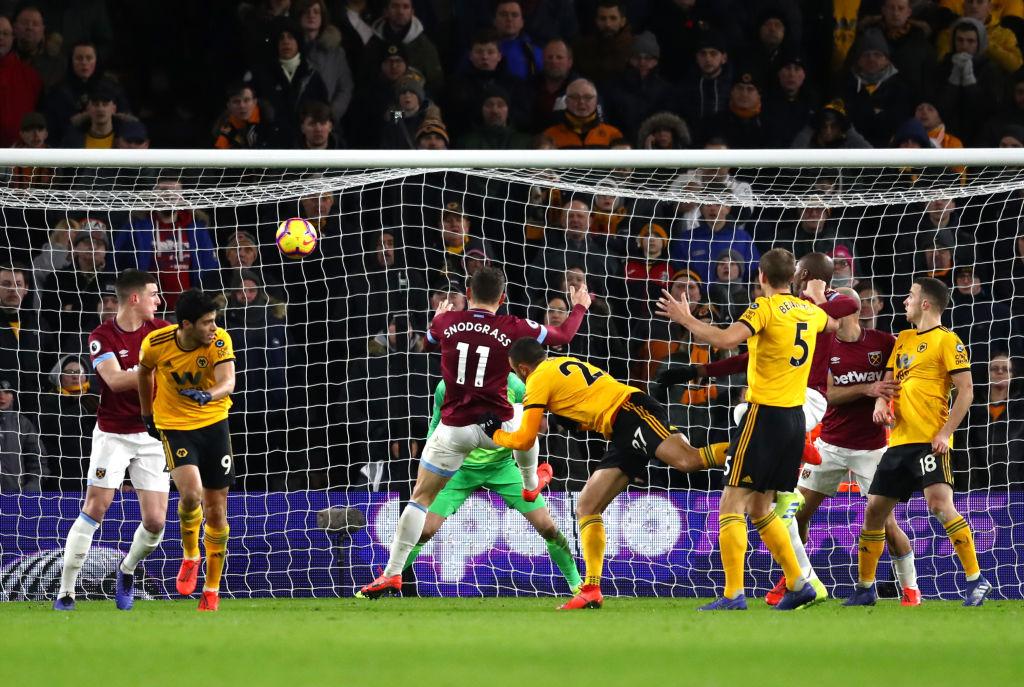 En duelo de mexicanos, los 'Wolves' de Jiménez le ganaron al West Ham de 'Chicharito'