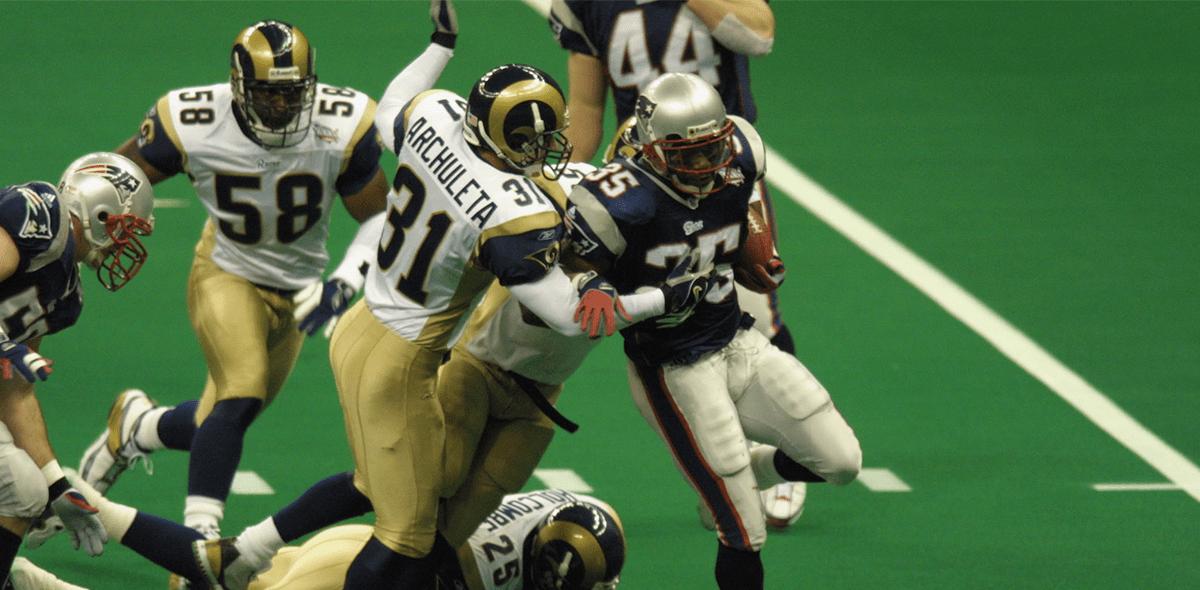 Así fue el único Super Bowl entre Rams y Patriots