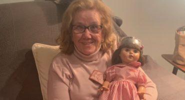 ¡Aww! Mira la reacción de esta abuelita al recibir la muñeca que quería hace 71 años