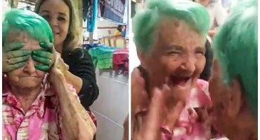 ¡Esta abuelita se pinta el cabello por primera vez y su reacción no tiene precio!