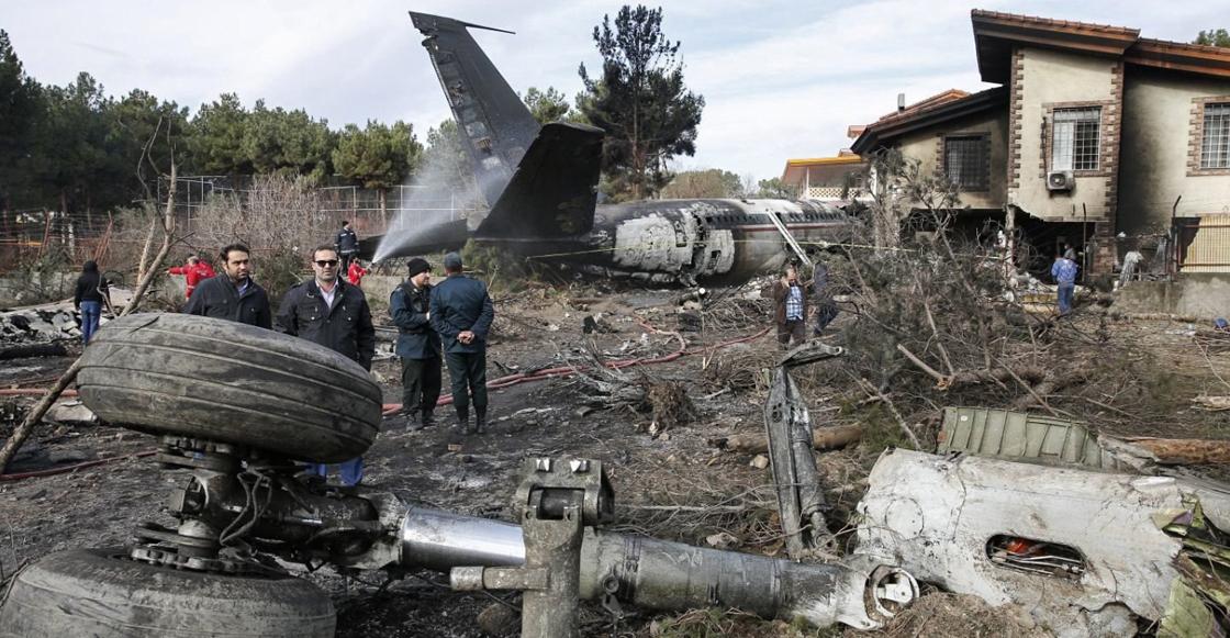 15 personas murieron tras estrellarse un avión muy cerca de Teherán, en Irán