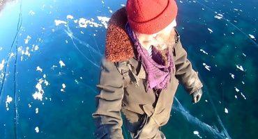 Este sujeto caminó sobre el lago más profundo del mundo sí, hay video
