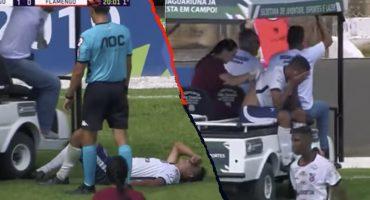 ¡Ah no bueno! Carrito de asistencias atropelló a jugador lesionado que iba a ayudar