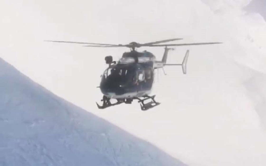 Helicóptero de rescate en los Alpes