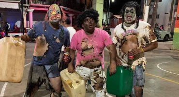 """En cosas """"chistosas"""" que no lo son: Se disfrazan de huachicoleros en un carnaval y pues..."""
