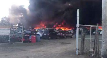 Se incendia un corralón con más de 100 coches en Altamira, Tamaulipas