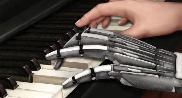 La primera mano robótica que toca perfectamente el piano