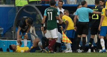 El papá de Neymar salió en defensa de su nene y recordó el 'pisotón' de Layún