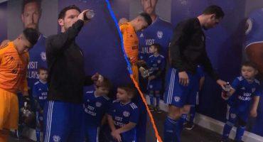¡Crack! Niño recogió basura del capitán del Cardiff y lo evidenció ante el mundo