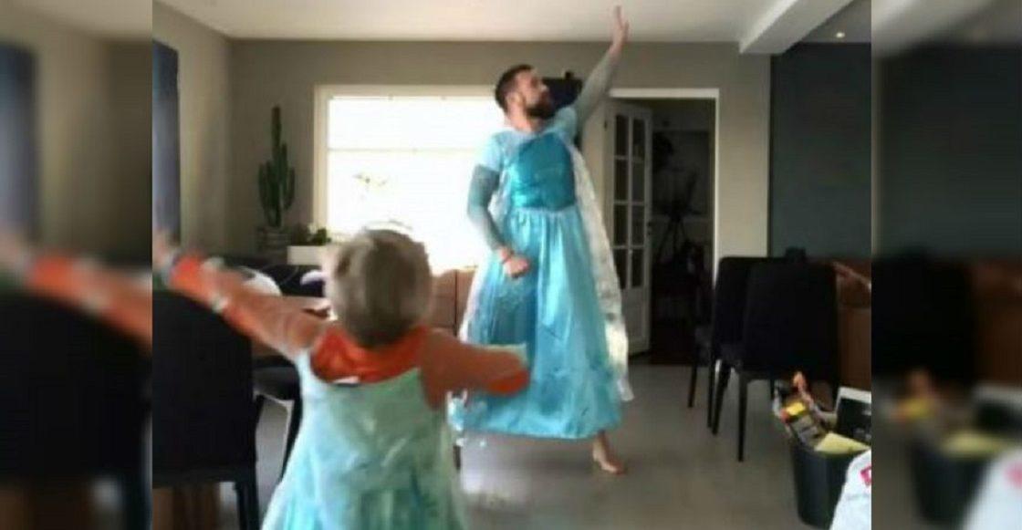 Padre recrea escena de Frozen con su hijo