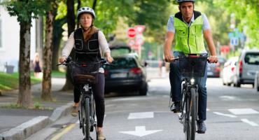 Así funciona el increíble chaleco con bolsa de aire, para proteger a los ciclistas 🚲