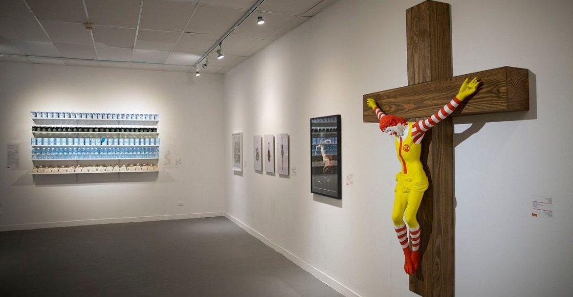 Ronald McDonald's crucificado