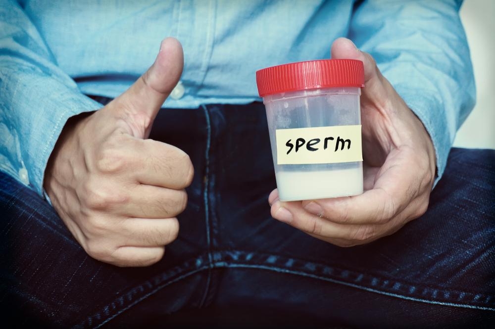 Y en las notas raras del día: Este hombre se inyectó su semen para curar un dolor de espalda