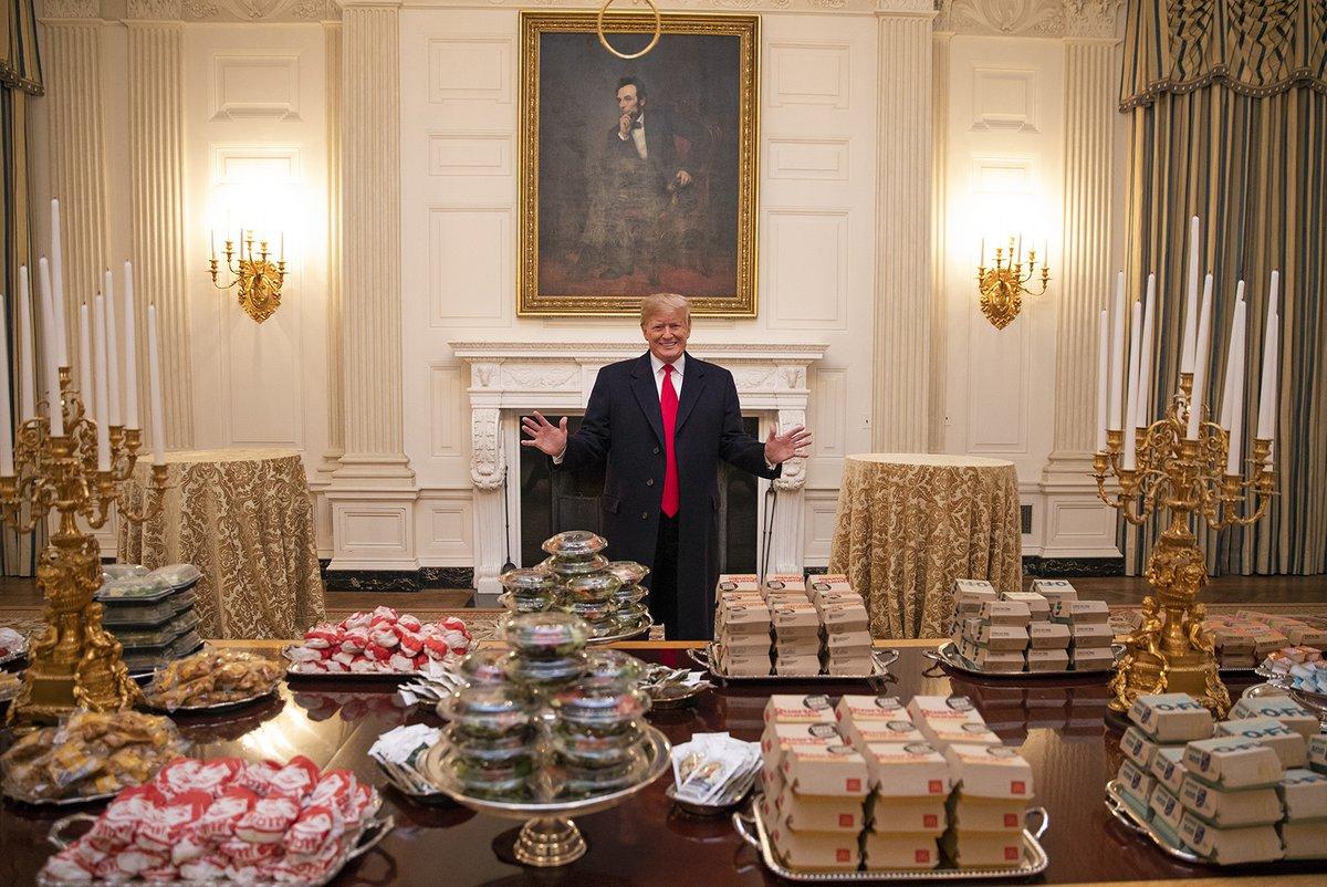 Cena de Trump a equipo de Futbol Americano