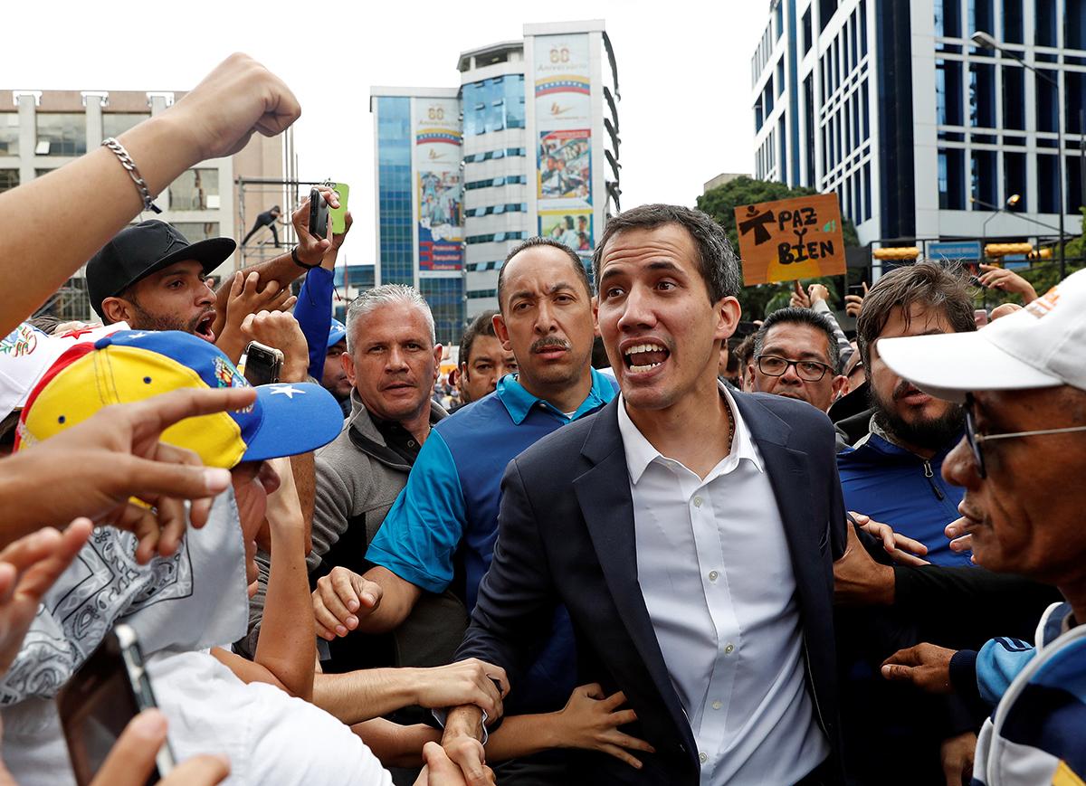 Alejandro Sanz sorprende al autoproclamado presidente de Venezuela Juan Guaidó