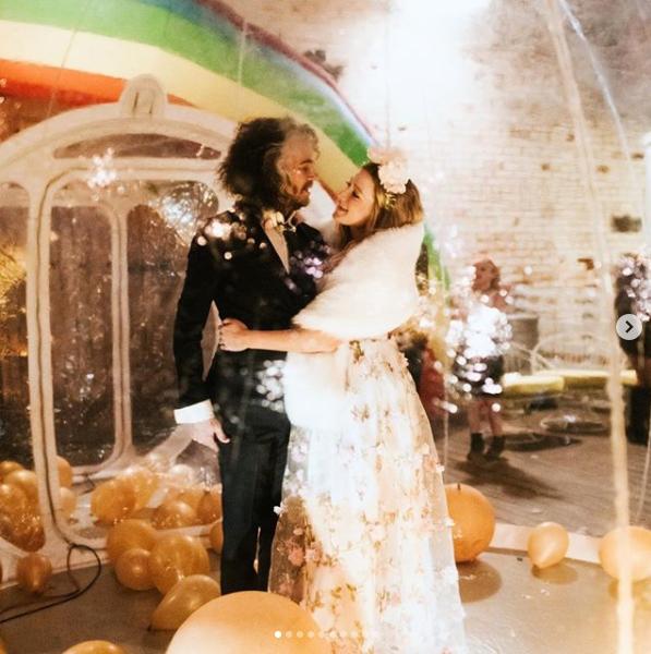 Wayne Coyne se casó de la forma más excéntrica y muy à la Flaming Lips