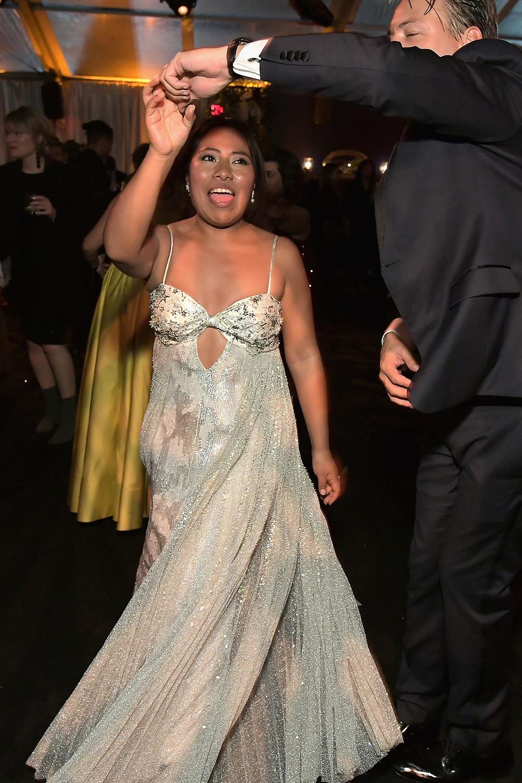 Colegiala, colegiala: Yalitza Aparicio se roba la atención en los Golden Globes bailando cumbia