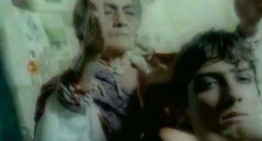 ¿Sí se acuerdan cuando León Larregui protagonizó un video de Shakira en 1995?