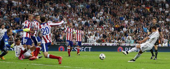 Recordemos el día que un gol de 'Chicharito' eliminó al Atlético de la Champions League