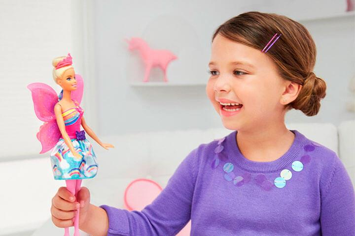 ¡Wooow! Barbie incluyó en su catálogo a una muñeca en silla de ruedas y otra con prótesis