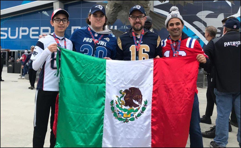 Seguridad del Mercedes-Benz trató de tirar a la basura una bandera de México