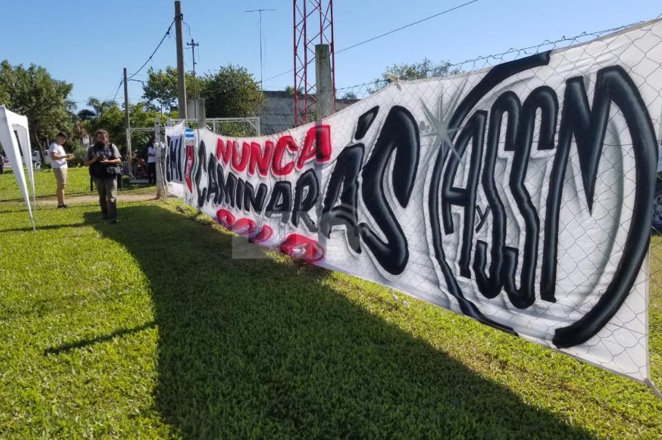Entre lágrimas y aplausos, amigos y familiares despidieron a Emiliano Sala