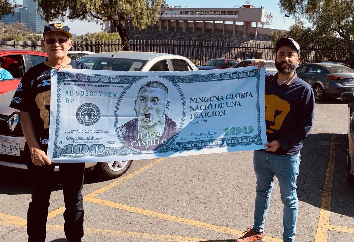 ¡Bien jugado, comerciantes! Venden billetes falsos afuera de CU para aventarle a Nico Castillo