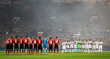 El emotivo homenaje de la UEFA a Emiliano Sala en Old Trafford y Roma