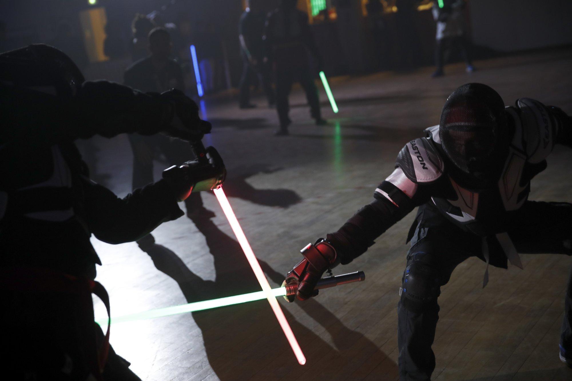 Orgasmo para amantes de Star Wars: En Francia el esgrima con sable de luz ya es deporte oficial