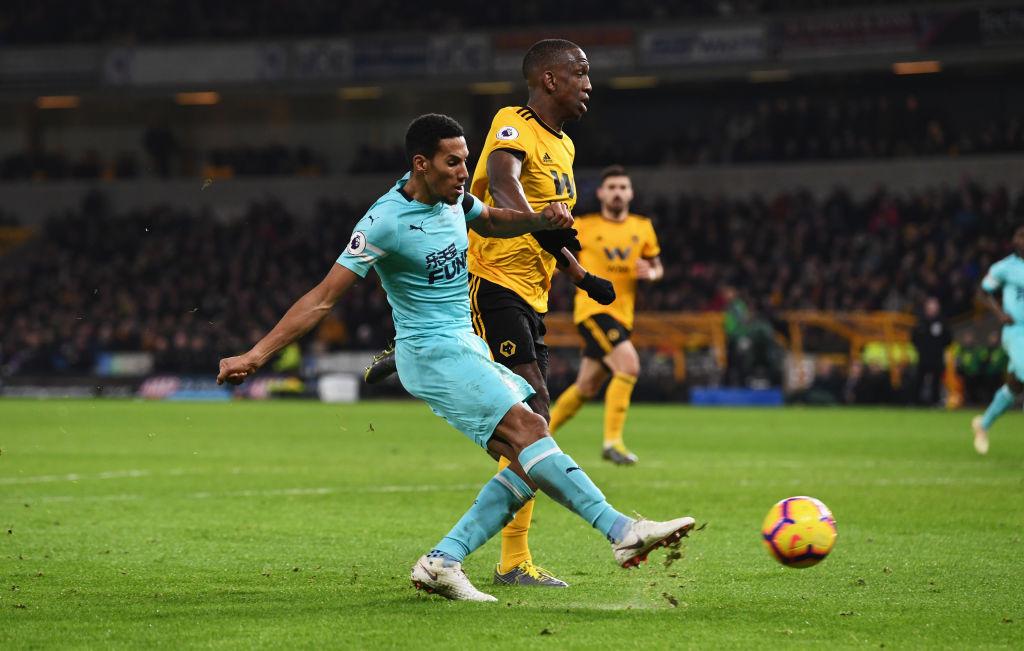 Newcastle cortó la racha de 5 partidos sin perder del Wolverhampton