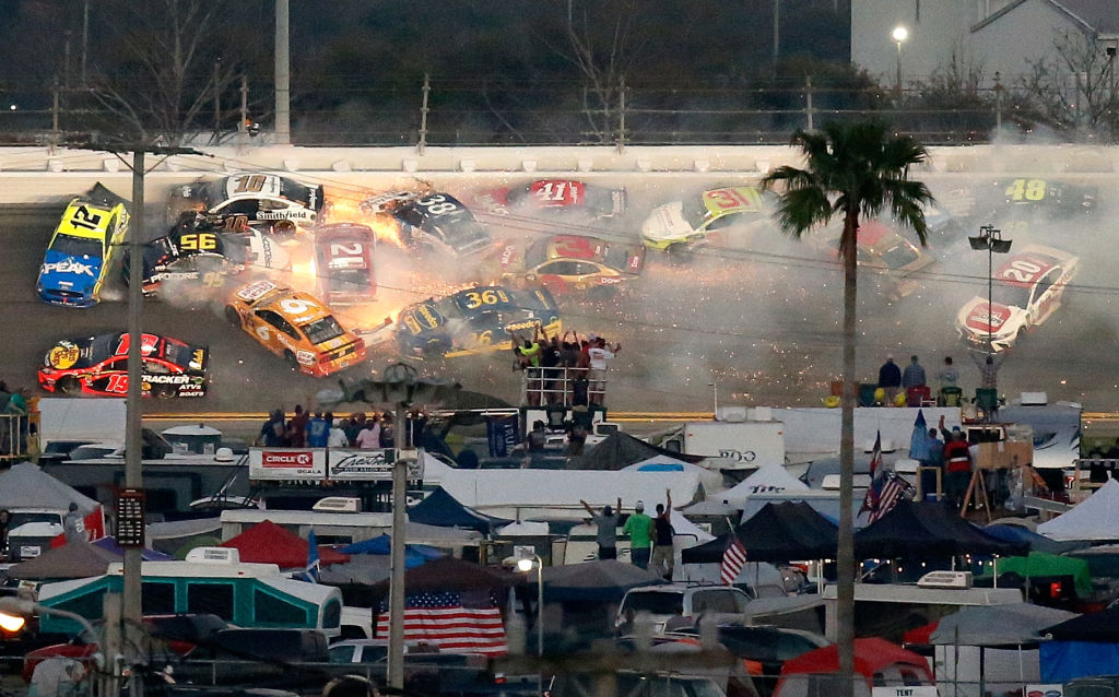 Carambola de 22 autos en pista de Daytona