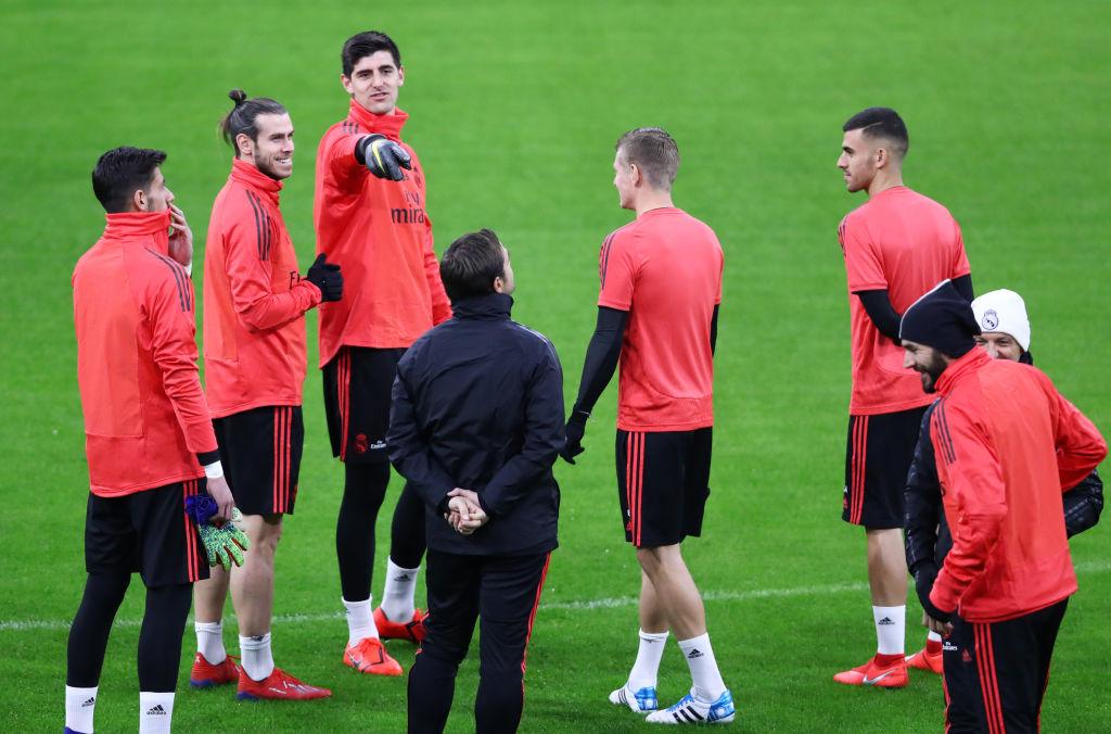 Fanáticos del Ajax lanzaron cohetes al hotel del Real Madrid para que no durmieran