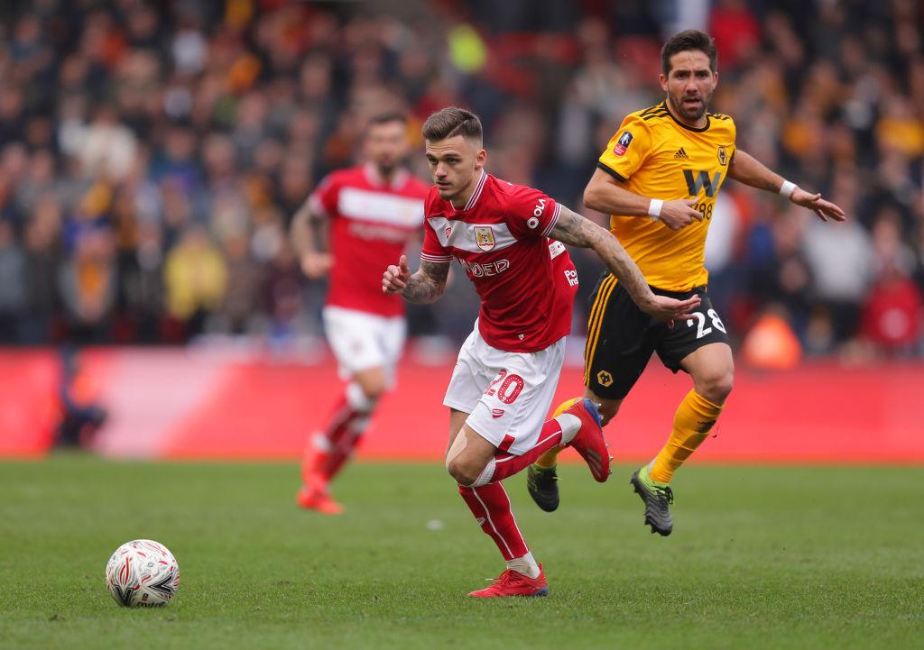 Jiménez y Wolverhampton avanzan en FA Cup