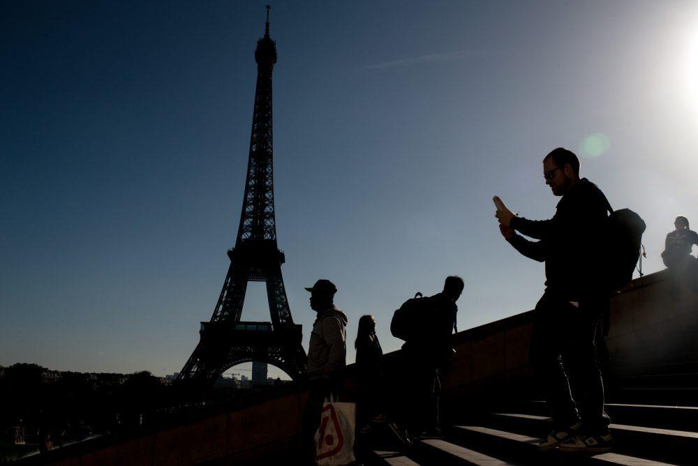 En Francia, gobierno regalará 500 euros para que chaviza gaste en cultura