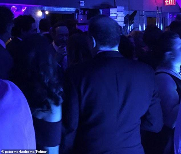 Kevin Spacey estuvo en una fiesta universitaria y alguien dice que intentó seducir a estudiantes