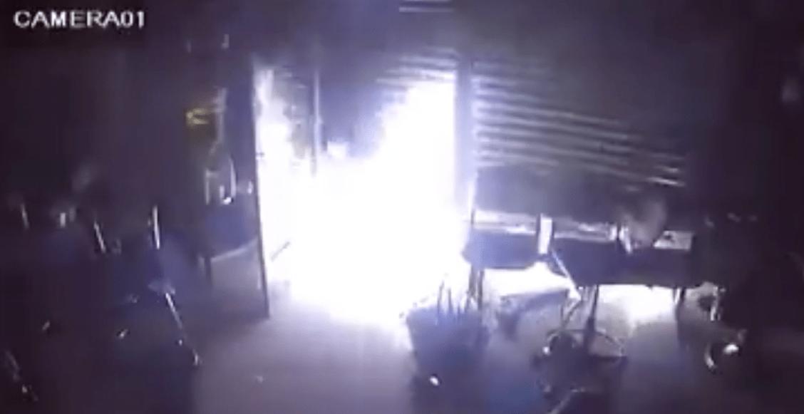 Incendian barbería en Tláhuac, después de que los dueños denunciaran un asalto